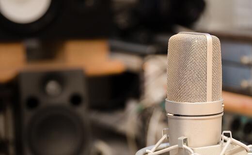 ラジオ局で制作